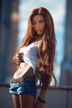actually love her hair color for some reason Auburn, Gorgeous Redhead, Super Long Hair, Girl Photos, Her Hair, Redheads, Beauty Women, Just In Case, Sexy Women