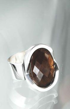 anillo plata cuarzo fumé by Taller Xalpen
