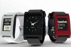 Een horloge die niet alleen de tijd kan weergeven maar waarop ook apps kunnen draaien, is een enorme hit op financieringssite Kickstarter. De bedenkers van de Pebble hebben al bijna twee miljoen dollar ingezameld voor de productie van het apparaat.