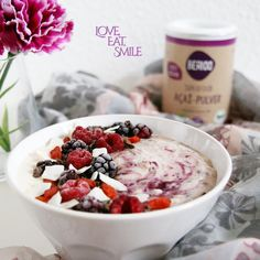 An Oatmeal a day.... you know ;) Contains Acai, plant milk and yummy berry toppings