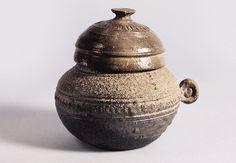 Jar with a handle & lid   Unified Silla period   Seok Juseon Memorial Museum, Dankook University