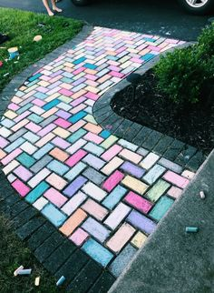Technically it's OUTSIDE of the home, but whatever PPHHBBTT Chalk Drawings, Summer Vibes, Summer Fun, Artsy Fartsy, Vsco, Cool Pictures, Sidewalk Chalk Art, Summer Aesthetic, Diy Inspiration