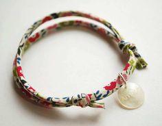 Image of Liberty print fabric bracelet Bracelet Hermès, Denim Bracelet, Fabric Bracelets, Liberty Fabric, Liberty Print, Textile Jewelry, Fabric Jewelry, Denim Armband, Bracelets Liberty