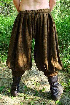 Early Medieval Viking baggy pants / trousers, Historical Pattern , for Viking Reenactors, Viking Costume Frühe mittelalterliche Wikinger baggy Pants / Hose Viking Pants, Medieval Pants, Viking Men, Viking Dress, Viking Clothing, Historical Clothing, Historical Photos, Costume Viking, Baggy Trousers