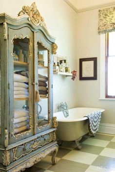 Check Out 25 Lovely Shabby Chic Bathroom Design Ideas. Shabby chic bathrooms are so cute that when you see them, you just can't get enough! Shabby Chic Design, Baños Shabby Chic, Shabby Chic Homes, Shabby Chic Furniture, Antique Furniture, Chabby Chic, Painted Furniture, French Furniture, Bathroom Furniture