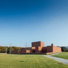 Gallery of Gallery: Public Auditorium in Llinars del Vallès by Alvaro Siza + Aresta Arquitectura - 1
