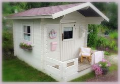 Kadence's Playhouse is now on the bucket list!  LOL, I'd love to get it done this spring/summer...so many ideas!