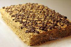 Marlenka je torta, alebo zákusok z medových plátov. Príprava je celkom jednoduchá, podobná ako v recepte na karamelový medovník. Marlenka je veľmi obľúbená hlavne v kaviarniach, ale už ju bežne dostať kúpiť hotovú v predajniach s potravinami. Ale tak prečo si neupiecť voňavú marlenku aj doma? Banana Bread, Food And Drink, Sweets, Ale, Crack Cake, Cooking Recipes, Gummi Candy, Candy, Ale Beer