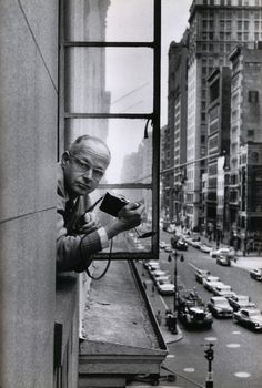 """""""For me, the camera is a sketch book, an instrument of intuition and spontaneity,"""" — Henri Cartier-Bresson 📷 Rene Burri / Magnum Photos Magnum Photos, Candid Photography, Street Photography, Urban Photography, Color Photography, Henri Cartier Bresson Photos, Photo New York, Vintage Poster, Foto Art"""
