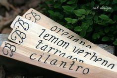 plant markers from paint sticks & calligraphy marker (Diy Garden Markers) Garden Plant Markers, Herb Markers, Garden Plants, Diy Herb Garden, Garden Art, Garden Stakes, Garden Ideas, Paint Stir Sticks, Painted Sticks