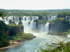 The Iguazu Waterfalls. borders between Argentina & Brazil. This is just amazing!!! <3