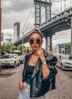 Your personal guide to the perfect long weekend in NYC, complete with insider tips and must-see spots in the city that never sleeps! Photography Women, Amazing Photography, Portrait Photography, Fashion Photography, Photography Ideas, Nyc Fashion, Bold Fashion, Lifestyle Fashion, How To Choose Sunglasses