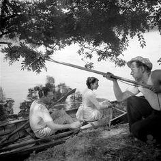 """Tournage du film de Jean Renoir """"Une partie de campagne"""" 1936 Photo Eli Lotar Jean Renoir, Front Populaire, Jean Gabin, Centre Pompidou, Love Film, Grand Palais, France, Cci, Couple Photos"""