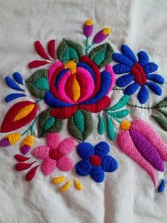 Latest Trend In Embroidery on Paper Ideas. Phenomenal Embroidery on Paper Ideas. Mexican Embroidery, Hungarian Embroidery, Learn Embroidery, Crewel Embroidery, Hand Embroidery Designs, Ribbon Embroidery, Embroidery Patterns, Bordado Floral, Chain Stitch Embroidery