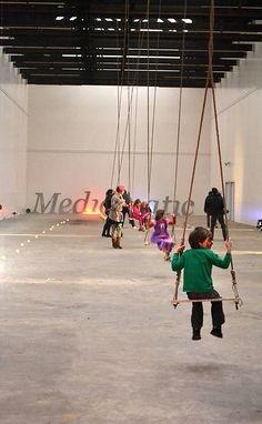 De nieuwe Schommelclub in Mediamatic Fabriek heeft een trampoline, schommels, een trapeze en andere gymtoestellen. Overwin de evenwichtsbalk op hoge hakken, en koprol je een weg door de monumentale Van Gendthallen. De Schommelclub is dagelijks geopend van 14.00 tot 19.00. Volwassenen betalen €2,- entree, kinderen half prijs.