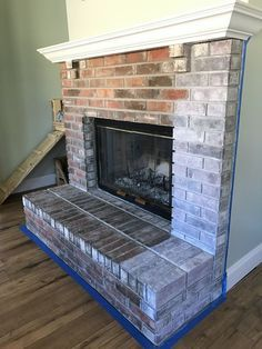 80 Small Fireplace Makeover Decor Ideas - Home Professional Decoration White Wash Brick Fireplace, Painted Brick Fireplaces, Paint Fireplace, Brick Fireplace Makeover, Small Fireplace, Farmhouse Fireplace, Home Fireplace, Fireplace Surrounds, Fireplace Design
