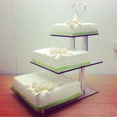 Hochzeitstorte ganz schlicht in grün/weiß  Hochzeitstorten aus der ...