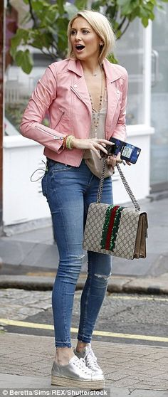 MIC's Stephanie Pratt makes a statement in bubblegum pink leather jacket as she joins Joey Essex to film Celebs Go Dating Colourful Outfits, Simple Outfits, Casual Outfits, Cute Outfits, Leather Jacket Outfit Spring, Pink Jacket, Stephanie Pratt, Cuir Rose, Cold Weather Outfits