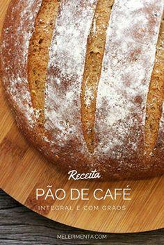Pão integral de café e grãos      Receita de pão saudável feito com café forte, farinha integral e grãos. Esse pão é super saboroso e rico em texturas. Veja a receita e faça pão caseiro.