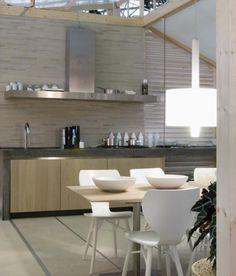 Maatwerk massief eiken houten keuken met betonnen aanrechtblad, doorlopend in zijwanden - The Living Kitchen by Paul van de Kooi