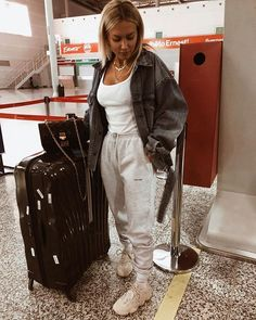 Apr 2020 - o u t f i t s Airport outfit Airport outfit winter winteroutfits Chill Outfits, Sporty Outfits, Cute Casual Outfits, Fashion Outfits, Fashion Clothes, Outfits Mujer, Travel Outfits, Comfy Airport Outfit, Plane Outfit