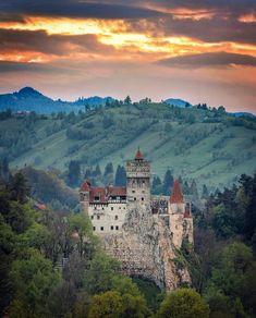 Photo by Bran Castle(Dracula), Transylvania, Romania Beautiful Castles, Beautiful Places, Beautiful Scenery, Romanian Castles, Dracula Castle, Castle Painting, Unusual Buildings, City Landscape, Travel Tours
