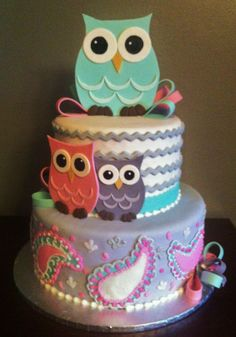 Fondant cake with Gumpaste Owls and Bows. Adorable for a little girls party-but on a smaller scale.