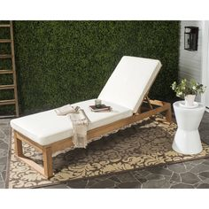The cosmopolitan lifestyle of Ibiza's jetsetters was the inspiration for this modern sun lounger.
