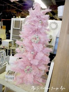 I want this pink Christmas Tree!!! Oh Yes...... I shall have one!!