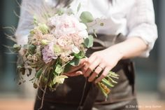 Hand tied student bouquet from Zita Elze Design Academy Seoul Floral Master Class photo: Jang Sumin 328-_3694_wm