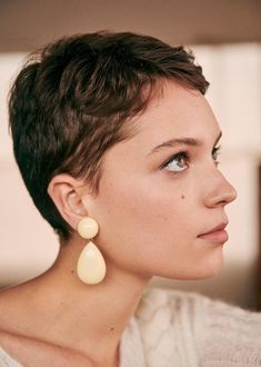 Today we have the most stylish 86 Cute Short Pixie Haircuts. We claim that you have never seen such elegant and eye-catching short hairstyles before. Pixie haircut, of course, offers a lot of options for the hair of the ladies'… Continue Reading → Trending Hairstyles, Pixie Hairstyles, Pixie Haircut, Haircuts, Undercut Hairstyles, Wavy Hair, New Hair, Your Hair, Hair Updo