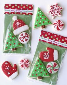 Cookie packaging box Cellophane bags + scrapbook paper to make cute treat sacks. (if only my iced cookies looked like this! Christmas Cookies Gift, Christmas Cookie Exchange, Christmas Sweets, Noel Christmas, Christmas Goodies, Christmas Baking, Christmas Cookies Packaging, Christmas Decorations, Christmas Favors