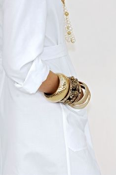 I think I prefer this one to the other white Chanel suit, maybe it's the bracelets, and I love pockets.........