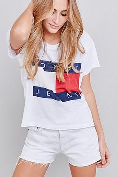 Tommy Jeans – Kastiges, kurzes T-Shirt in Weiß - Urban Outfitters