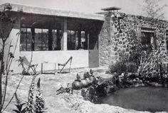 Detaille de la fachada, Casa Cetto, calle del Agua 130, Jardines del Pedregal, México DF 1949  Arq. Max Cetto -  Facade detail of the home of Max Cetto, Gardens of Pedregal, Mexico City 1949 #jardín