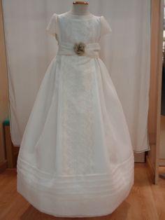 #Comunión. Uno de nuestros vestidos en corte imperio muy elegante y personal