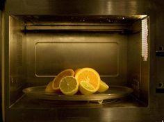 Pelare l'aglio o spremere gli agrumi:  16 insospettabili usi del forno a microonde