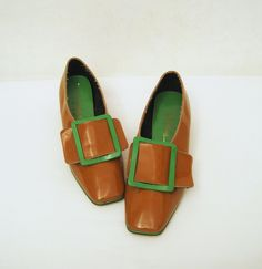 099ce923706 60s Shoes Vintage MOD Mustard Green Patent Pilgrim Buckle Loafers 8 - 9