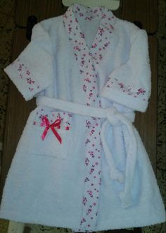 Salida de baño.,, para nina..... Maggi Baby Gown, Girl Tips, Mom Daughter, Clothing Hacks, Summer Girls, Kids And Parenting, Cute Kids, Baby Kids, Sewing Patterns