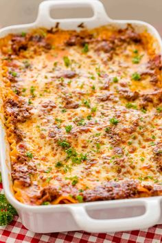 EASY Lasagna Recipe is beefy saucy and supremely flavorful Homemade lasagna is better than any restaurant version and it feeds a crowdThis EASY Lasagna Recipe is beefy sa. Lasagna Casserole, Slow Cooker Lasagna, Casserole Dishes, Casserole Recipes, Lasagna Soup, Lasagna Recipe Videos, Classic Lasagna Recipe, Lasagna Recipes, Dinner Recipes