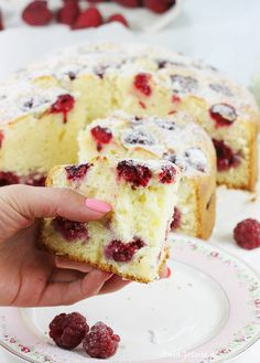 Easy Cake : Cake with raspberries, Muffin Recipes, Cookie Recipes, Snack Recipes, Snacks, Pineapple Coconut Bread, British Cake, Carrot Cake Cheesecake, Easy Cake Decorating, Dessert Drinks