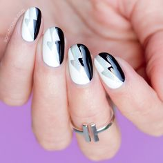 Black and White nail art - HOW-TO: http://sonailicious.com/black-and-white-nail-art-tutorial/