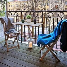 Clever as extra space to put things when entertaining g on balcony, or simply in front of bedroom window, if not storing a gate leg there. Like the use of rug on the folding chairs - makes them so much more inviting!