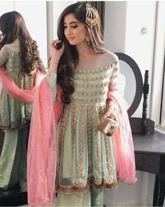 Let's get you out from the dilemma of choosing the right dress for your BFF's D-Day! Here are Indian bridesmaids outfits ideas for 2020 that you can try out! Pakistani Fashion Party Wear, Pakistani Dresses Casual, Pakistani Wedding Outfits, Pakistani Bridal Dresses, Pakistani Dress Design, Bridal Outfits, Nikkah Dress, Mehndi Dress, Bridal Lehenga