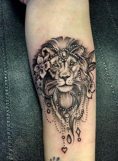 Lion Tattoos For Women – Topstoryfeed Lion Tattoos für Frauen – Topstoryfeed Best Tattoos For Women, Trendy Tattoos, Cute Tattoos, Body Art Tattoos, Sleeve Tattoos, Tattoos For Guys, Thigh Tattoos, Leo Lion Tattoos, Female Lion Tattoo