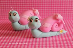 Snails cake toppers by CakesbyAngela on Etsy Fondant Figures, Fondant Cake Toppers, Fondant Cakes, Cupcake Cakes, Snail Cake, Keks Dessert, School Cake, Animal Cupcakes, Fondant Animals