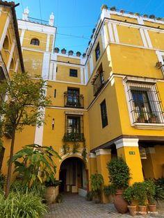 """casco antiguo de Sevilla - Las Casas de la Judería """"un conjunto de casas de tradicional estilo andaluz."""