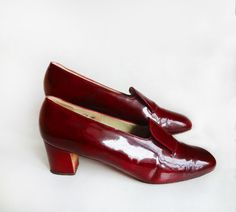 Sell On Etsy, Patent Leather, 1960s, Vintage Outfits, Kitten Heels, Loafers, Pumps, Shopping, Shoes