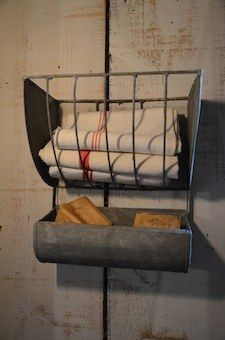 I think this is used for horses, to hold hay and feed. I think it would be so cute in a farmhouse bathroom to hold extra towels and soap. I sooo agree! Horse Feeder, Hay Feeder, Primitive Bedding, Primitive Bathrooms, Country Bathrooms, Upstairs Bathrooms, Farmhouse Chic, Bathroom Inspiration, Repurposed