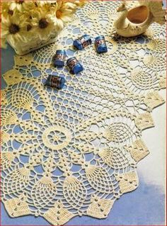 Patrón de centro de mesa forma oval tejido con ganchillo